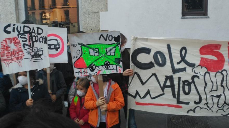 Movilización de AMPAS de colegios públicos y la FAPA Giner de los Ríos a favor de Madrid Central. / @FAPA_Giner_Rios