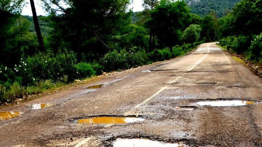 Helechosa Montes carretera baches