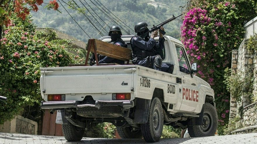 Patrullas en las calles de Puerto Príncipe. El premier interino Claude Joseph pide armas y apoyo militar para asegurar su vida y la sobrevida de la infraestructura esencial.