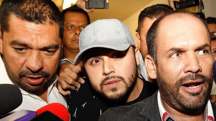 Emiten una orden de arresto contra un cantante mexicano por apología del delito