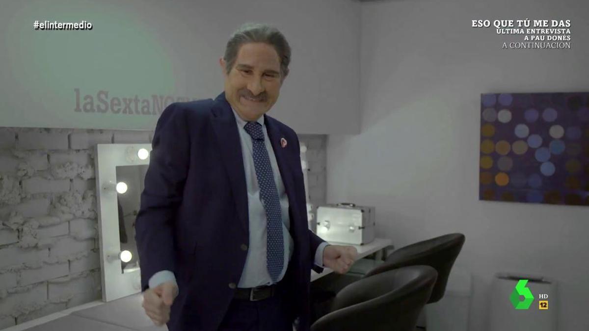 Joaquín Reyes como Revilla en 'El Intermedio'