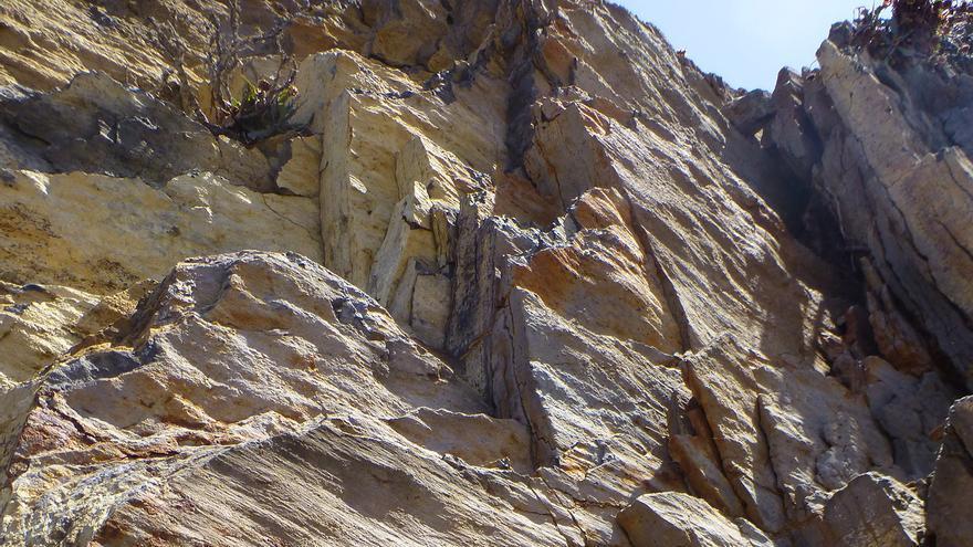 En la imagen, estrías de falla en Puerto Espíndola.