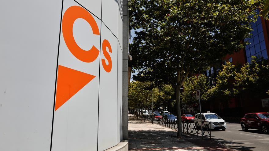 Archivo - Logo de Ciudadanos en el edificio de la sede del partido, situado en la calle Alcalá, en Madrid (España), a 24 de julio de 2020.