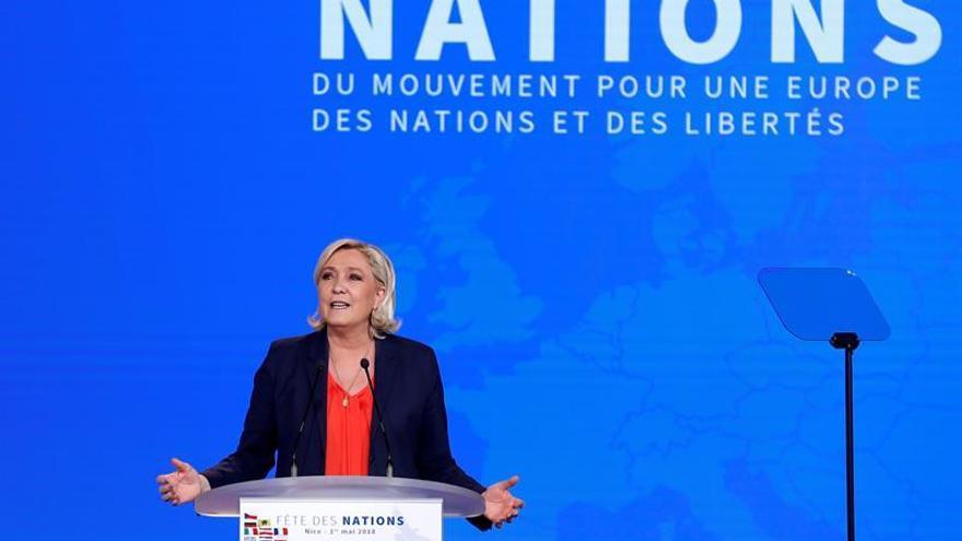 """Le Pen reitera su apoyo a """"chalecos amarillos"""" tras los disturbios en París"""