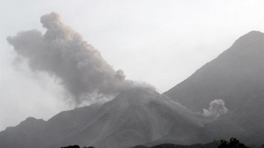 """El volcán Santiaguito de Guatemala sigue en fase eruptiva de """"alta"""" actividad"""