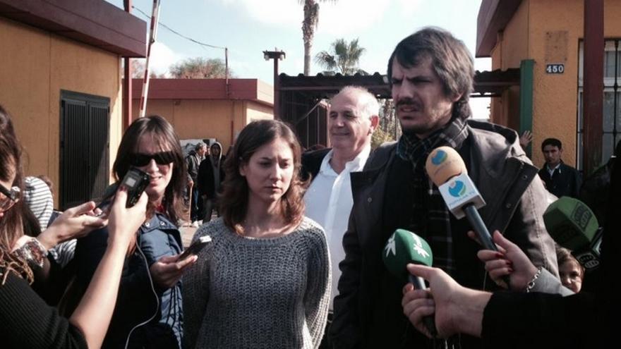 Marina Albiol y Ernest Urtasun instantes antes de atender a los medios de comunicación // FOTO: @MarinaAlbiol
