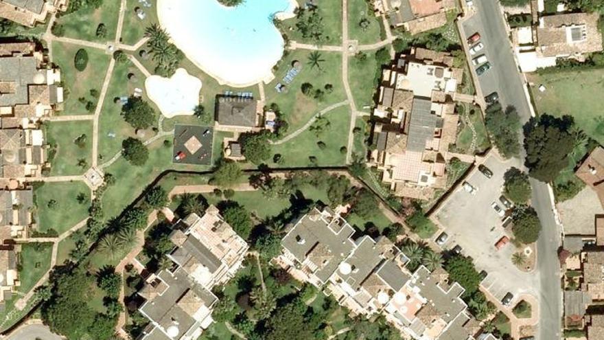 La urbanización Alhambra Golf está en el término municipal de Estepona, aunque está pegada a las zonas más lujosas de Marbella (Google Maps)