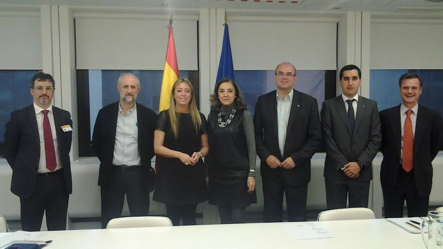 En la imagen, el presidente del Cabildo, la senadora por la Palma y el alcalde de Breña Baja con altos cargos del Ministerio de Economía.