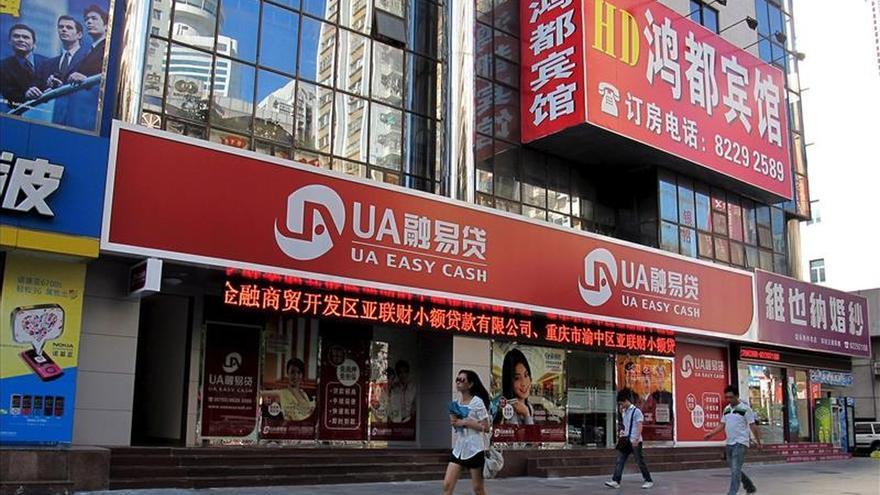 El banco central chino rebaja los tipos para atajar la crisis bursátil