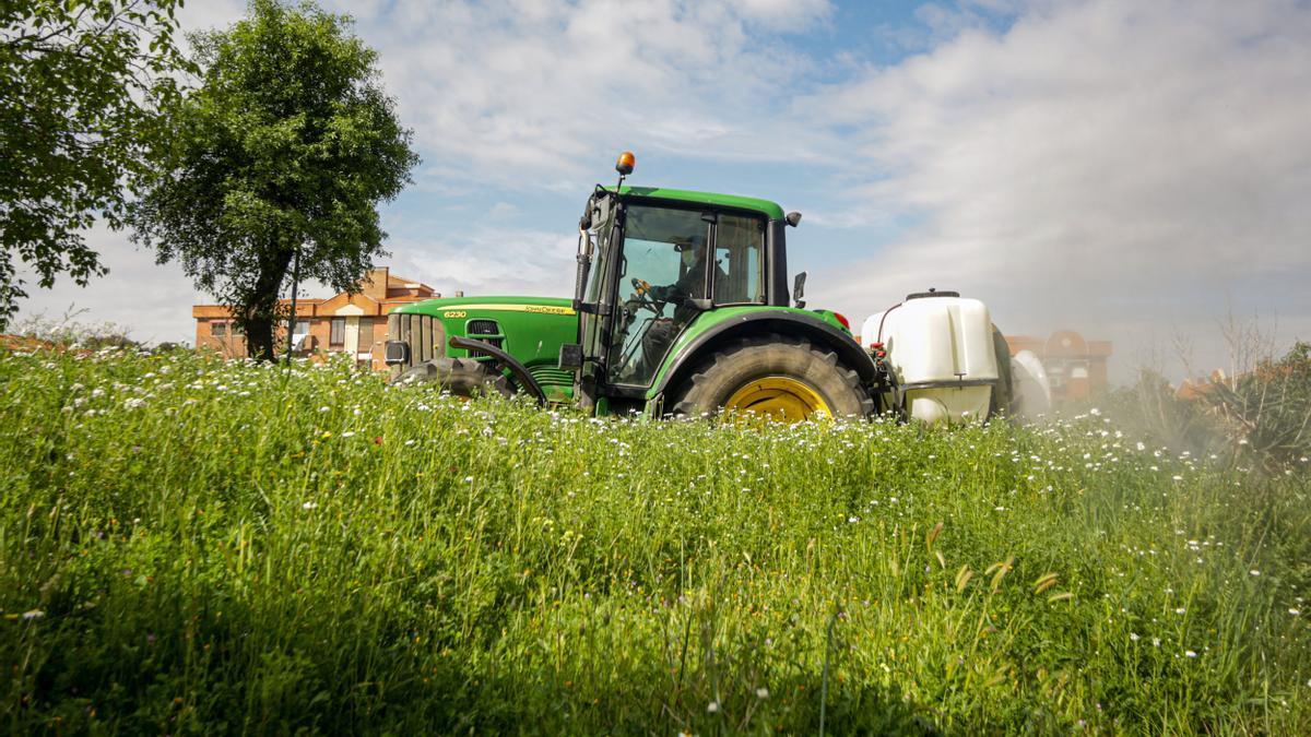 Archivo - Tractor