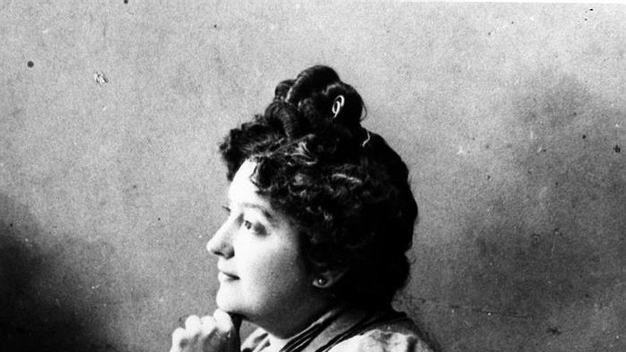 La pionera Carmen de Burgos, homenajeada por el Ateneo en su 150 aniversario