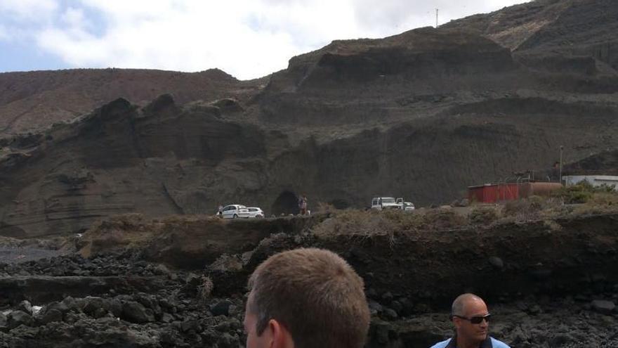 En la imagen, el operativo de rescate. Foto: BOMBEROS LA PALMA