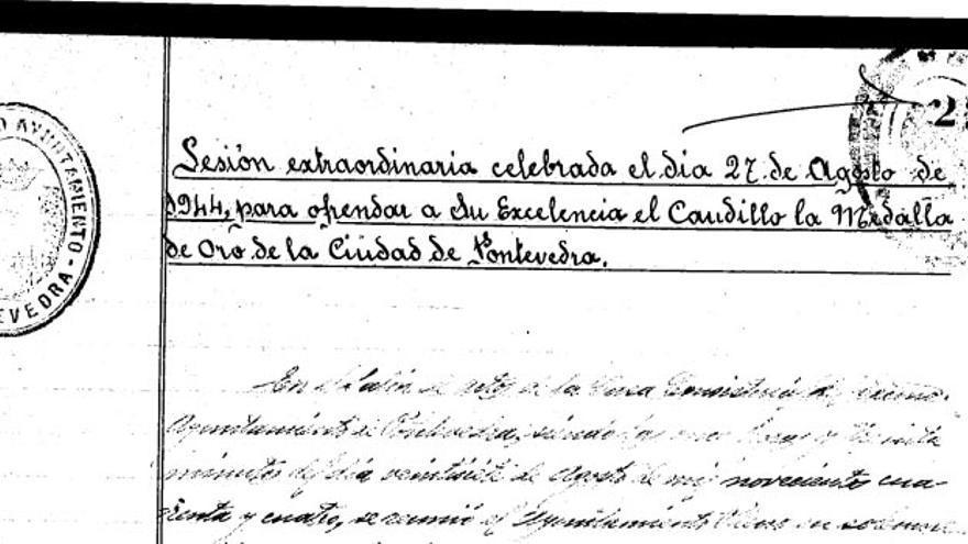 Recorte del acta de concesión de la medalla a Franco, en 1944
