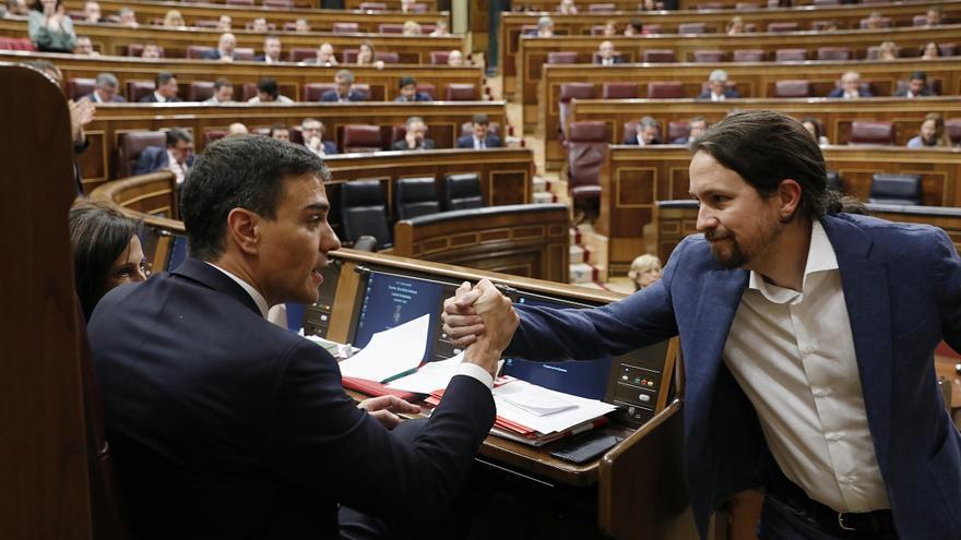 Sondeo elecciones 28 de Abril - Página 2 Iglesias-Sanchez-debate-censura-Rajoy_EDIIMA20180531_1014_5