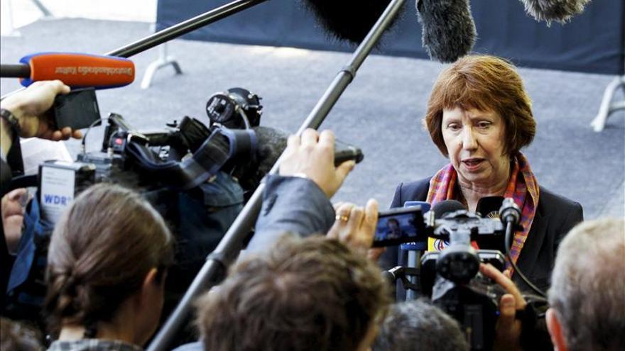 La UE reconoce la labor de los periodistas y pide defender la libertad de prensa