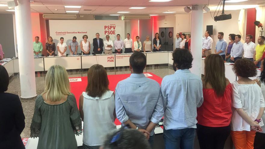 Los miembros de la ejecutiva del PSPV han guardado un minuto de silencio al comienzo de la reunión en memoria de las víctimas de los atentados de Catalunya