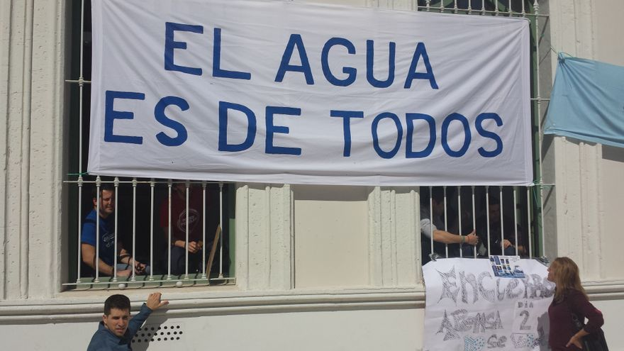 Encierro en el Ayuntamiento de El Puerto de Santa María contra la privatización de la empresa municipal de agua.