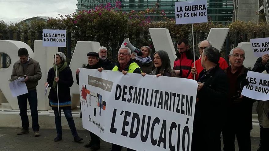 Un momento de la protesta ante Feria Valencia con motivo de la inauguración de Expojove