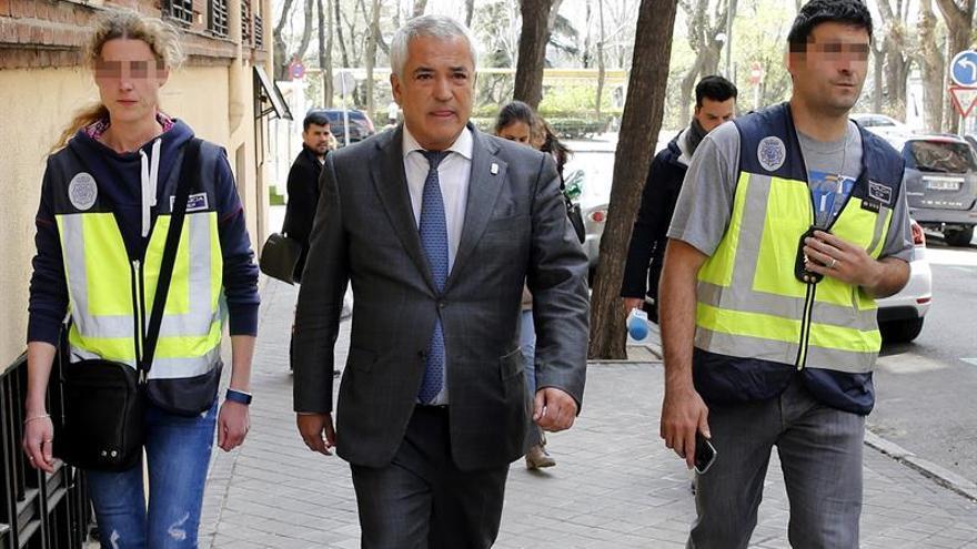 El presidente de Ausbanc, Luis Pineda, instantes después de su detención