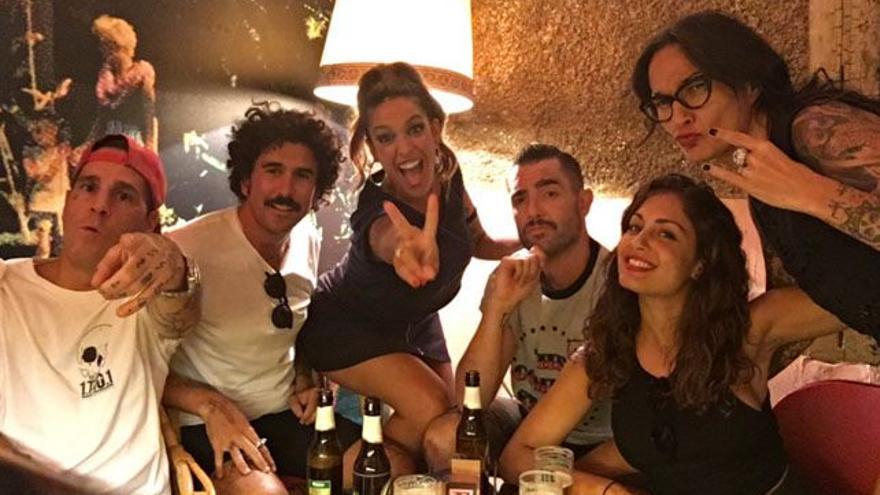 ¿Qué traman Dani Mateo, Hiba Abouk y Lorena Castell, de cañas en Madrid?
