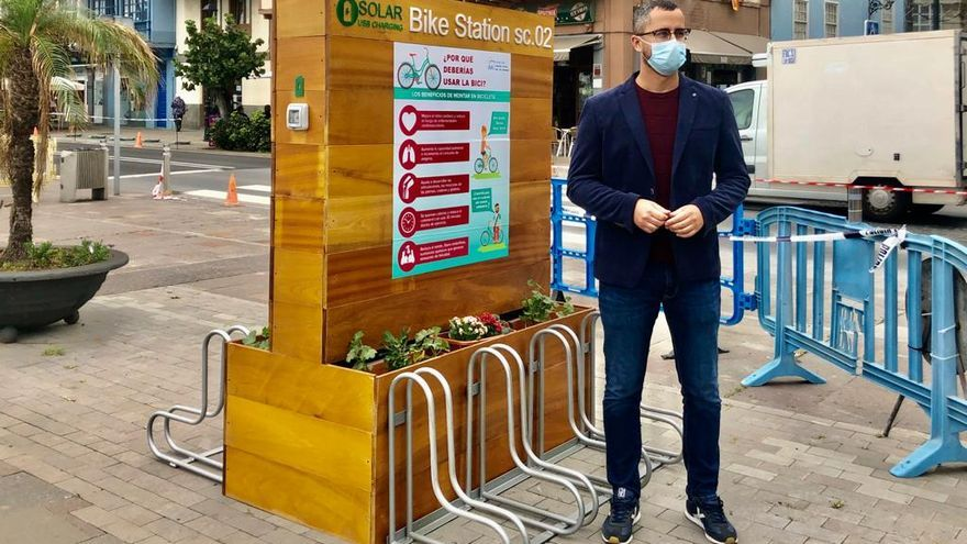 Santa Cruz de La Palma instala dos parkings de bicicletas en la playa