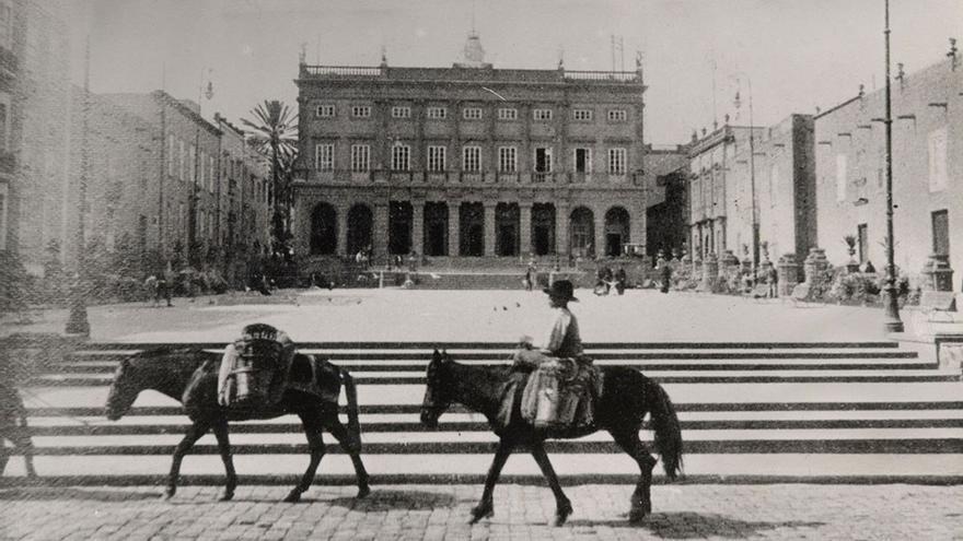 Plaza Santa Ana y Ayuntamiento, 1909.