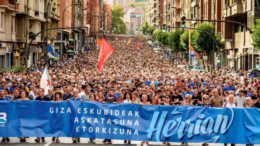 """Miles de personas apoyan a los acusados por el """"frente de cárceles"""" de ETA"""