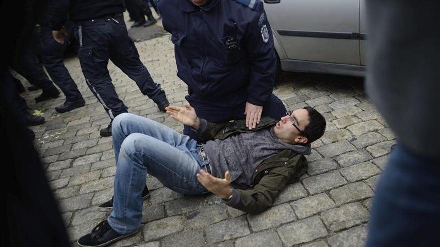 Enfrentamientos entre policías y manifestantes en una manifestación ante el Parlamento de Bulgaria