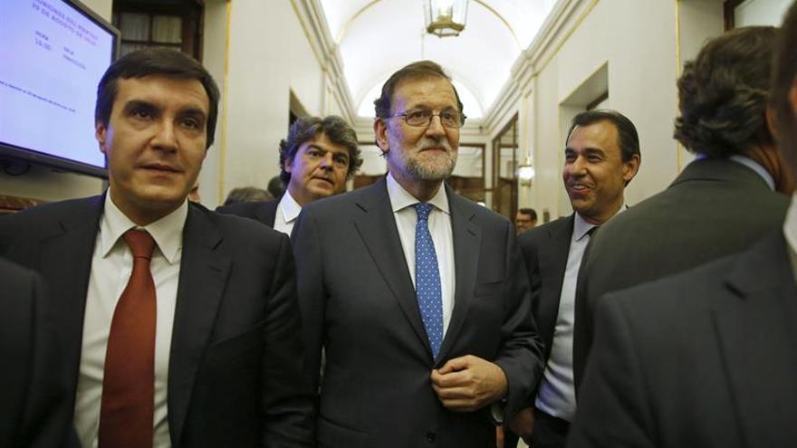 José Luis Ayllón, secretario de Estado de Relaciones con las Cortes, junto a Mariano Rajoy