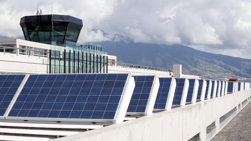 Placas fotovoltaicas de Aena en el Aeropuerto de La Palma.