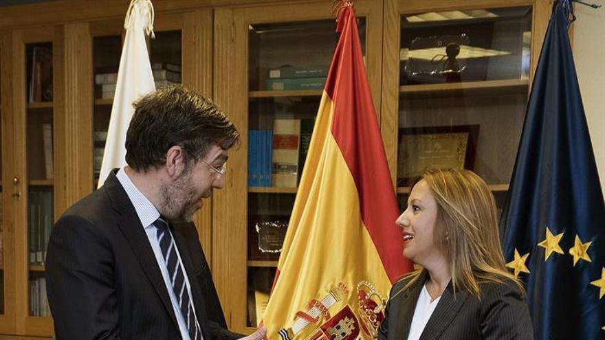 La consejera de Hacienda del Gobierno de Canarias, Rosa Dáliva, junto al secretario de Estado de Prespuestos, Alberto Nadal