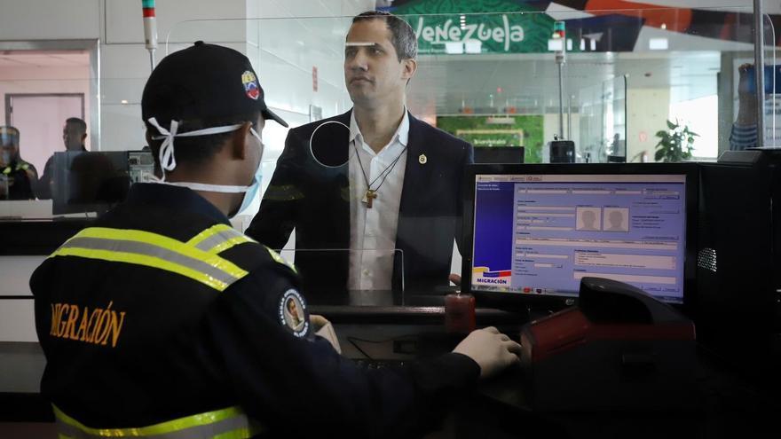 Juan Guaidó a su llegada a Venezuela el pasado martes, cuando fue detenido su tío, que viajaba con él en el mismo vuelo.