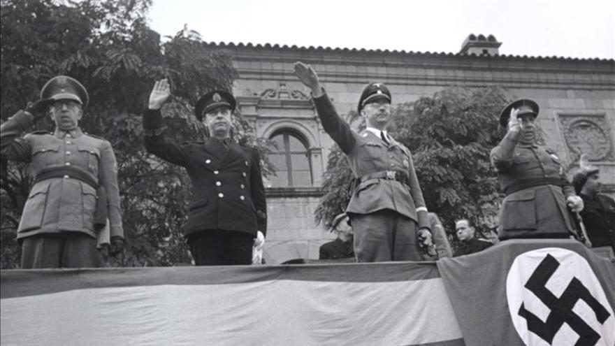 Una exposición fotográfica ilustra la Barcelona gris de la posguerra