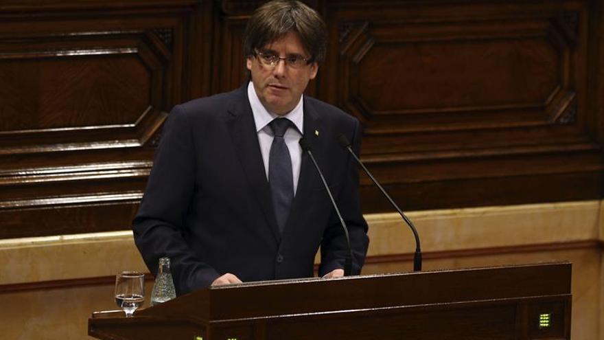Puigdemont comunica a JxSí su voluntad de convocar un referéndum para otoño de 2017