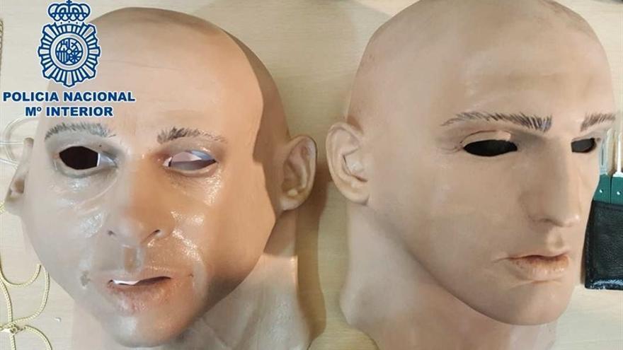 Máscaras de silicona utilizadas en el atraco. (POLICÍA NACIONAL)
