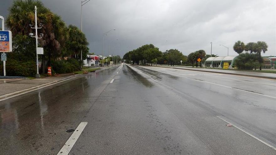 Florida vive horas eternas a la espera del temible huracán Irma