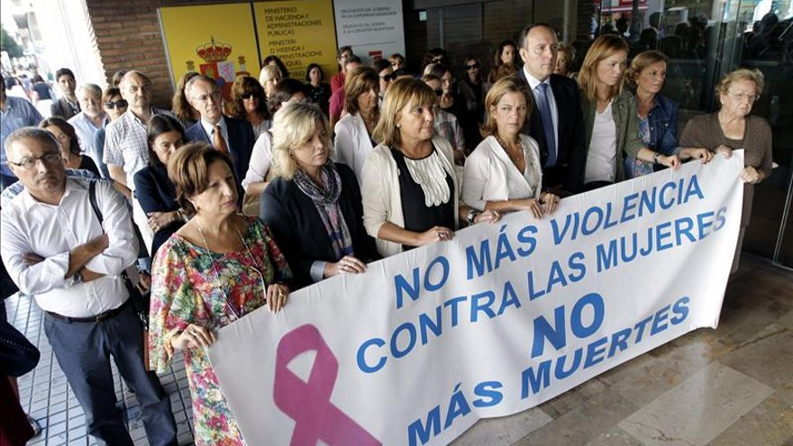 Paiporta (Valencia) guarda 5 minutos de silencio por su vecina asesinada