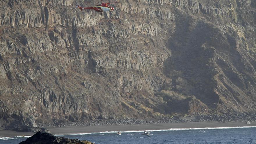 Rescate del helicóptero del GES en la playa del Arenal