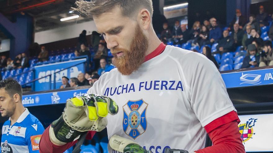 Ortolá venía siendo hasta la fecha el portero titular del CD Tenerife.