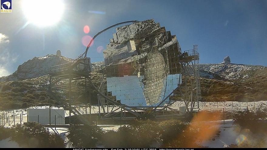 En la imagen, entorno del Observatorio de Astrofísica del Roque de Los Muchachos, este sábado, con uno de los telescopios MAGIC en primer término.