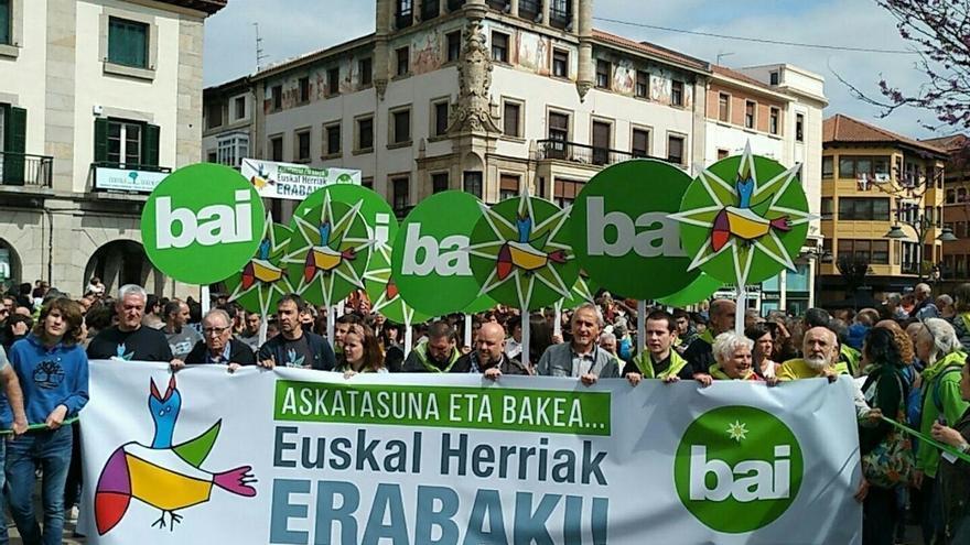 """EH Bildu llama a sumar fuerzas para """"conseguir una Euskal Herria libre entre todos"""""""