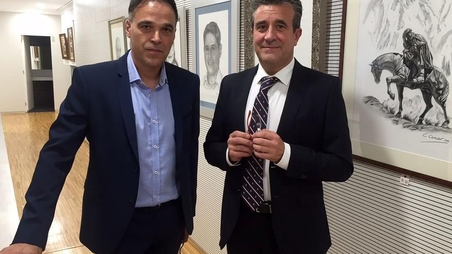 Los doctores José Pallás y Javier Crespo en el 'I Curso de manejo de pacientes con exclusión social para médicos de Atención Primaria'