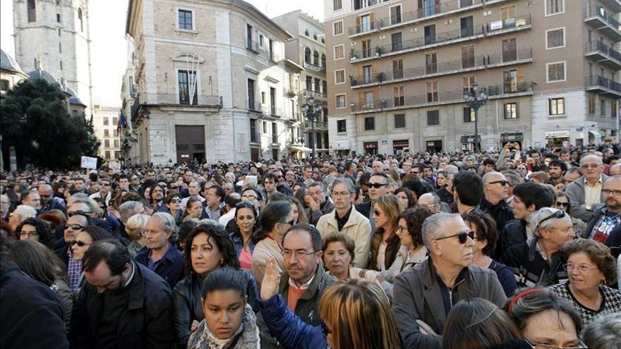 Miles de personas apoyan a las víctimas del accidente del metro de Valencia