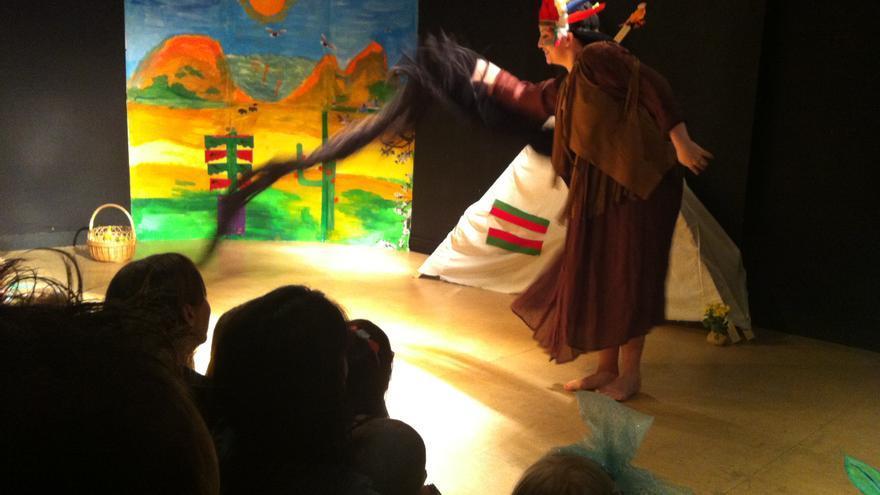 """Escena de la obra infantil """"De Punta Flequillo Caracolillo"""". María Cimadevilla"""