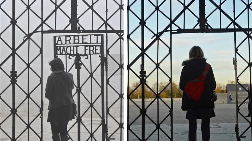 """Roban una puerta del campo de Dachau con la inscripción """"Arbeit macht frei"""""""