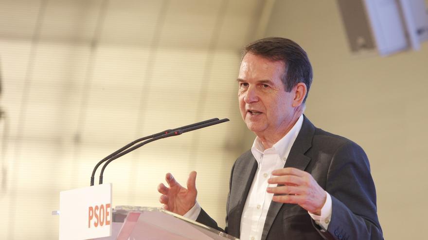 Abel Caballero cree que sería bueno que Rajoy recibiera a los alcaldes, como Hollande, para escenificar unidad