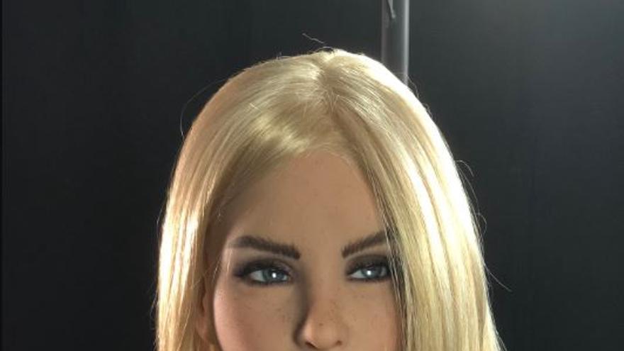 La robot sexual Solana, presentada en la edición 2018 del CES, a la que se le puede cambiar el rostro.