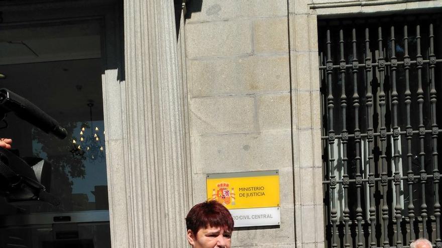 Ascensión López tras entregar las firmas de apoyo a su indulto en la Oficina Central de Atención al Ciudadano de Madrid
