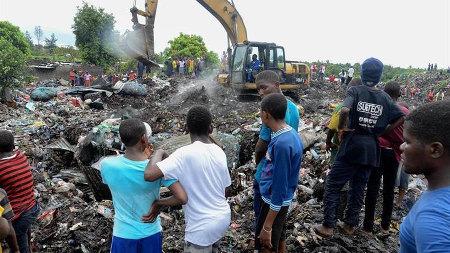Mueren 17 personas en la capital de Mozambique sepultadas por un alud de basura