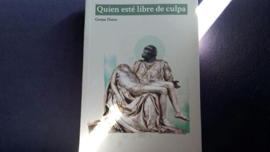 Portada del libro 'Quien esté libre de culpa' de Gema Nieto.